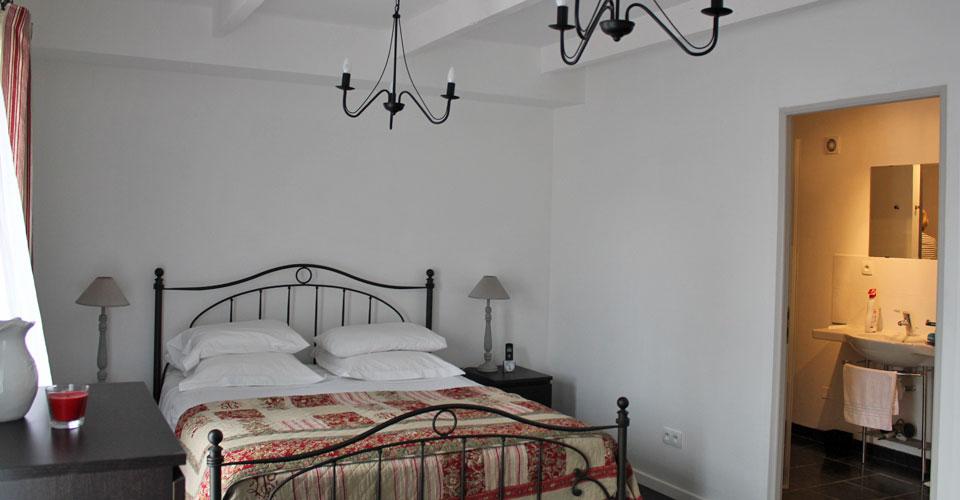 Fontes-10-bedroom-1-full-width